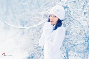 Саша на фоне снега